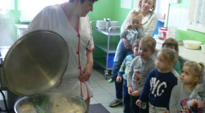 Kotki w przedszkolnej kuchni