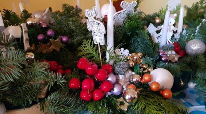 Tygryski i świąteczne stroiki