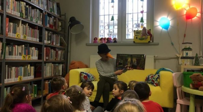 Misie w zimowej bibliotece